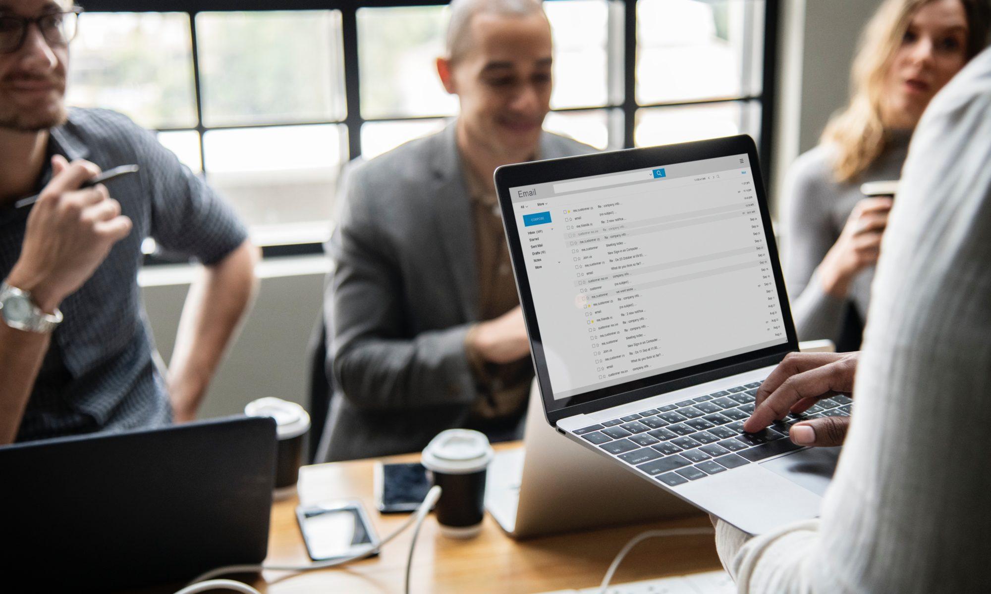 Poznaj korzyści płynące z pracy w biurze coworkingowym